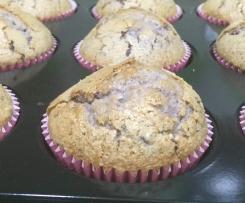 Muffins de frutos del bosque con mermelada de fresa