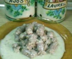 salchichas frescas con vino blanco